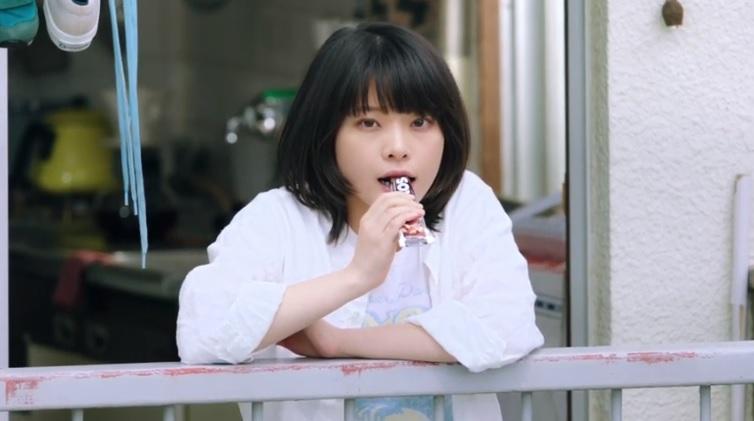 ソイジョイCM女優(女性)は誰?ベランダで食べる女の子